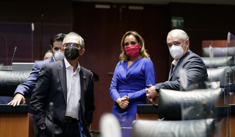 Las senadoras Nadia Navarro Acevedo y el senador Julen Rementería, integrantes del PAN, durante los trabajos de la Comisión Permanente.