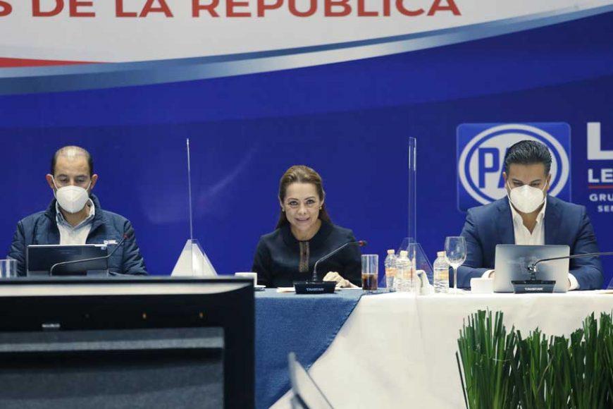 Senadores del PAN durante los aspectos de la Reunión Plenaria en el CEN