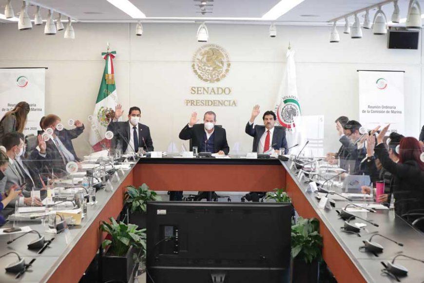 El senador panista Ismael García Cabeza de Vaca, al presidir la reunión de trabajo de la Comisión de Marina; participó el también senador del PAN Víctor Fuentes Solís.