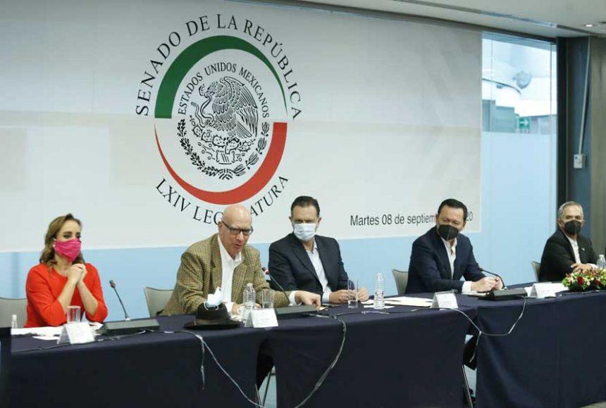 El coordinador del GPPAN, Mauricio Kuri González, durante a reunión del Bloque de Contención