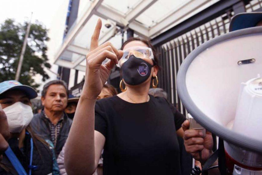La senadora Kenia López Rabadán, presidenta de la Comisión de Derechos Humanos, se reunió de manera presencial con representes de colectivos que se manifiestan en contra de la destrucción de fideicomisos, misma en la que participaron de manera virtual senadoras y senadores de diversos grupos parlamentarios, así como Guillermo Fernández- Maldonado Castro, representante en México de la oficina de la Alta Comisionada de las Naciones Unidas para los Derechos Humanos.