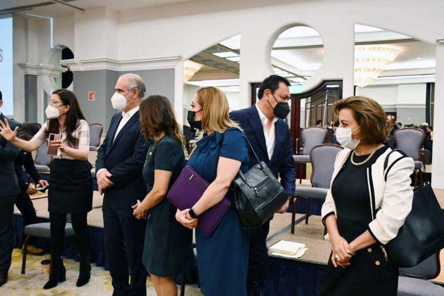 """Senadoras y senadores del PAN, durante la reunión """"Diálogo con colectivos de los fideicomisos"""""""
