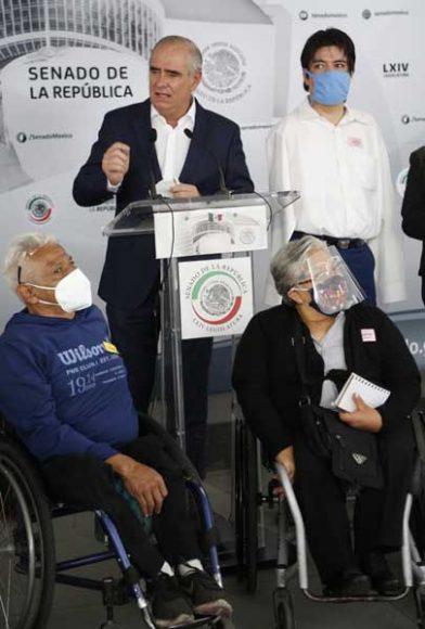 Conferencia de prensa ofrecida por las senadoras panistas Alejandra Reynoso Sánchez y Xóchitl Gálvez Ruiz, así como por el senador de Acción Nacional Julen Rementería del Puerto, junto con legisladores del PRI y de MC, y deportistas paralímpicos.