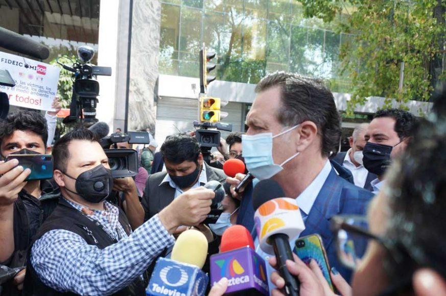 Entrevista concedida por el coordinador  de los senadores del PAN, Mauricio Kuri González, afuera del hotel Sevilla Palace, en la que afirmó que el PAN defenderá a toda costa los fideicomisos