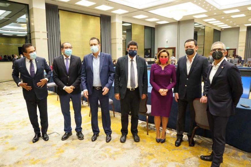 Senadoras y senadores del PAN, durante la reunión del Bloque de Contención con los gobernadores de la Alianza Federalista