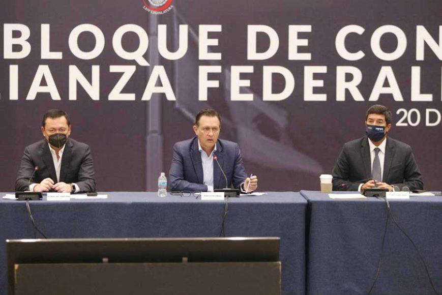 El Coordinador de las y los senadores del PAN, Mauricio Kuri, al intervenir durante la reunión del Bloque de Contención con los gobernadores de la Alianza Federalista