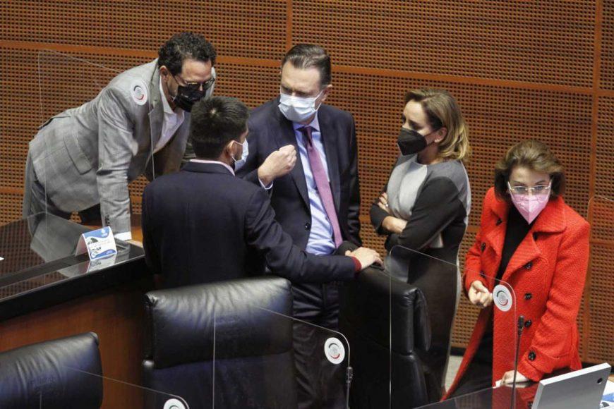 Senadoras y senadores del PAN durante los trabajos de la sesión ordinaria