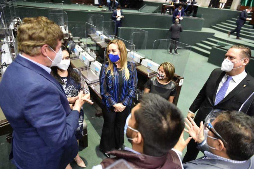 Las senadoras Minerva Hernández Ramos y Alejandra Reynoso Sánchez, así como el senador  Carlos Alfredo Olson San Vicente, durante la instalación de la Comisión Permanente