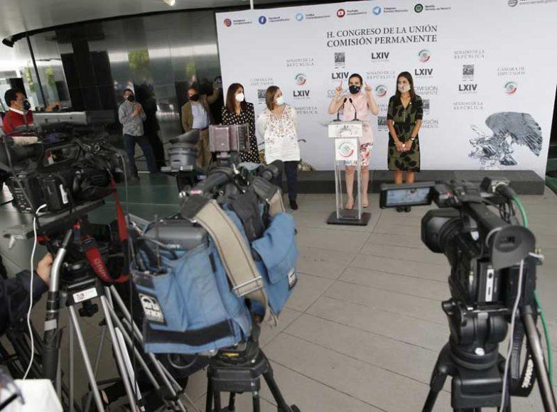 Conferencia de prensa concedida por las senadoras y diputadas del PAN, previa al inicio de la sesión de la Comisión Permanente.